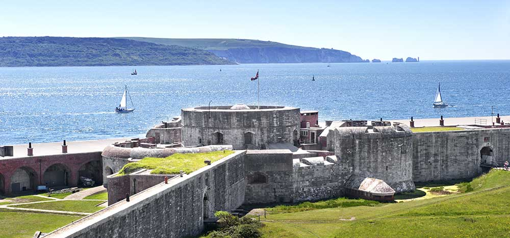 Visit Milford on Sea - Hurst-Castle over to the Isle of Wight